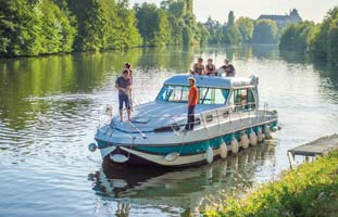 Cruising the Mayenne in Anjou