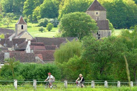 Cycling alongside the Burgundy Canal